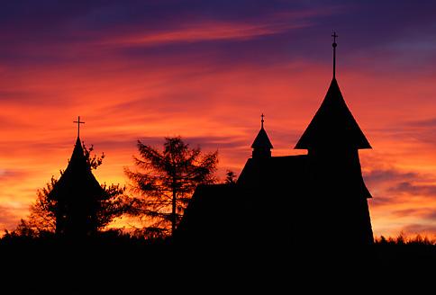 Kościół w Palowicach o wschodzie słońca, fot. Łukasz Malcharek